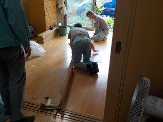 床の工事をさせていただきました。